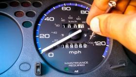 Сколько авто в России имеют скрученный пробег? Раскрыли эксперты